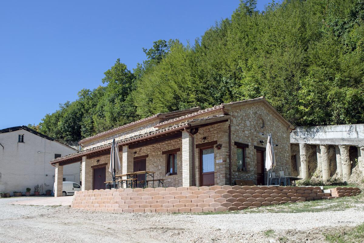 Società Agricola Gentileschi Andrea e Contigiani Cinzia - veduta struttura esterna